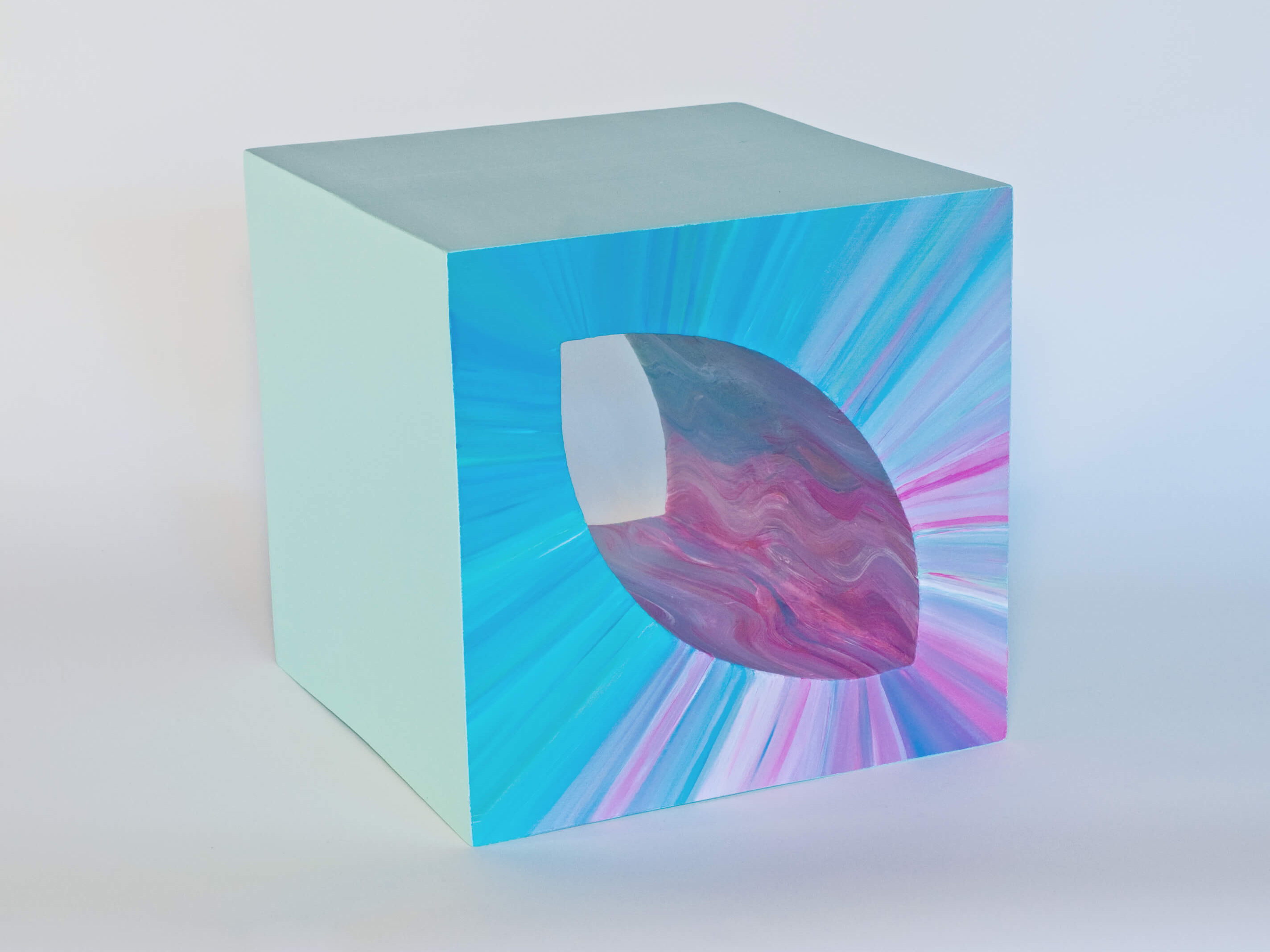 Sculpture AQUA CUBE 23 cm by Catherine De Bosscher