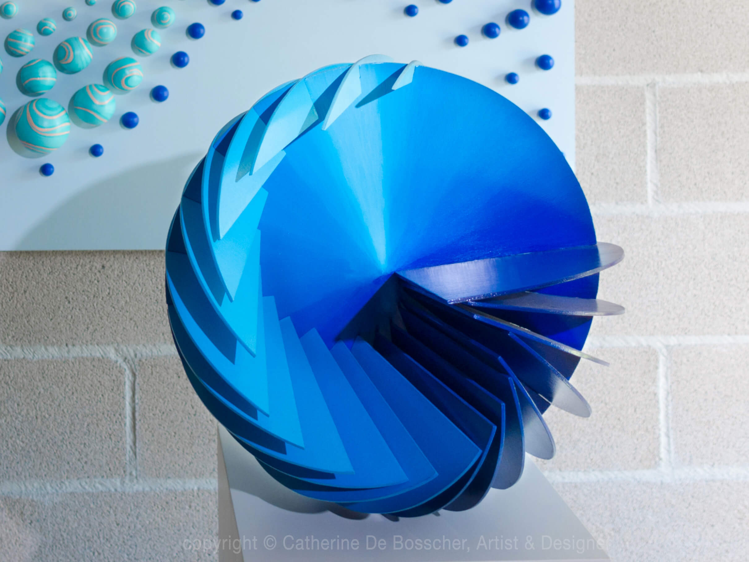 Sculpture SPHERICAL WAVE 40 cm by Catherine De Bosscher