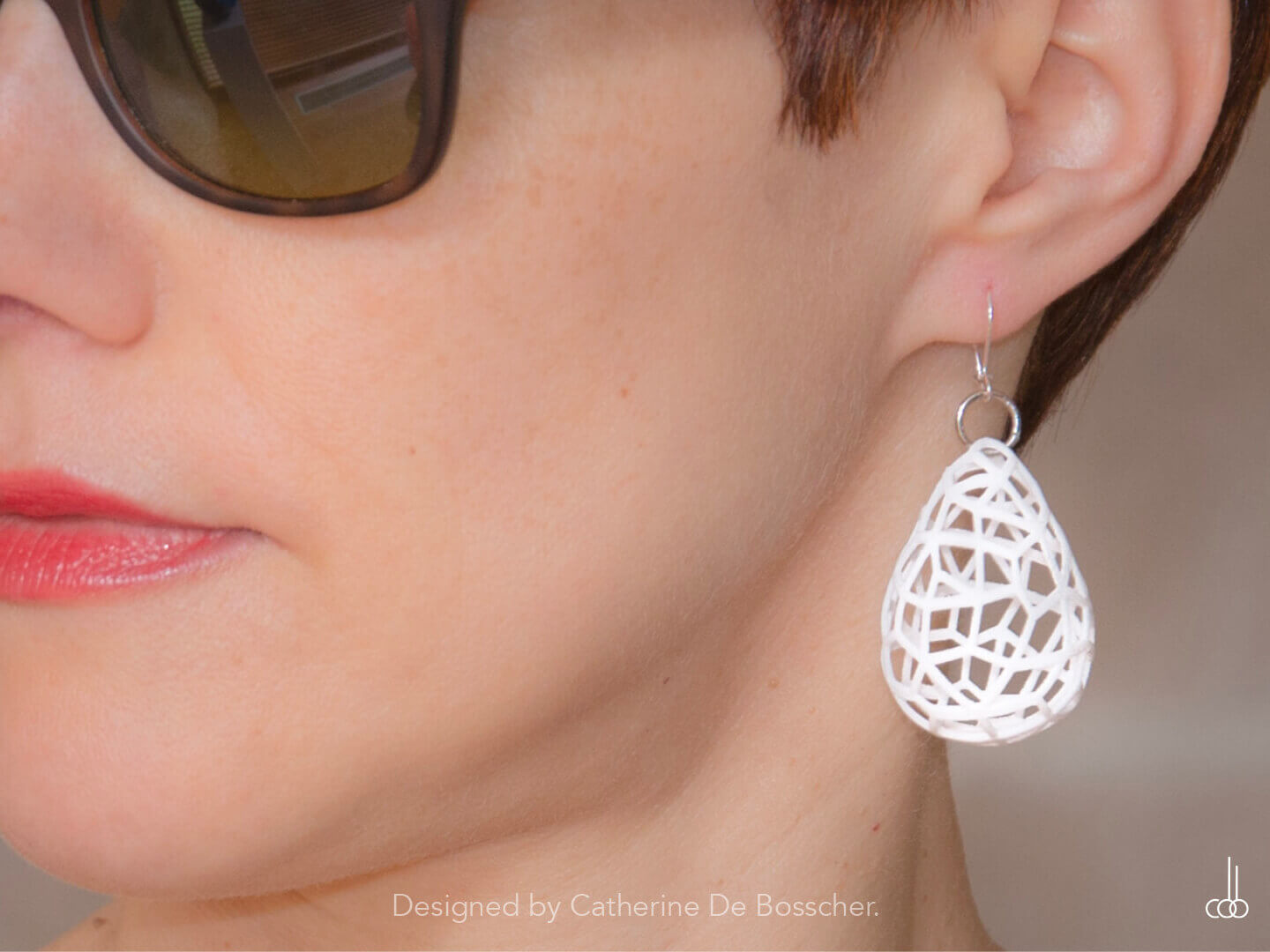 GRAPHIC Earrings in white